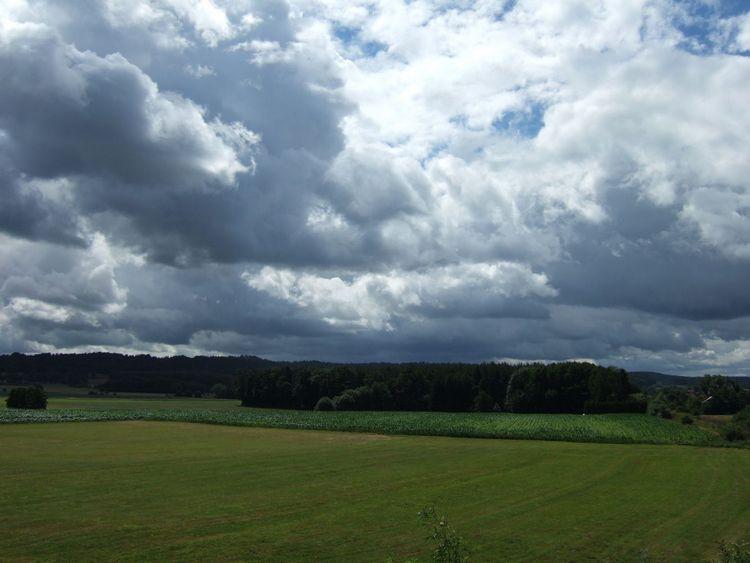 mit-dem-fahrrad-ans-nordkap.de fahrrad nordkap thumbs fahrrad-reise-tour-dscf1767-dunkle-wolken-fahrrad-reise-tour-deutschland.jpg